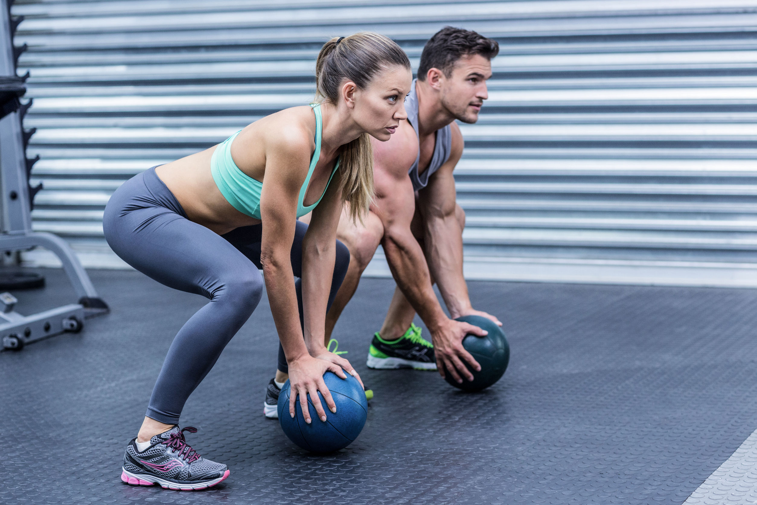 man and woman working out squats 4 steps to sufficient hormone levels